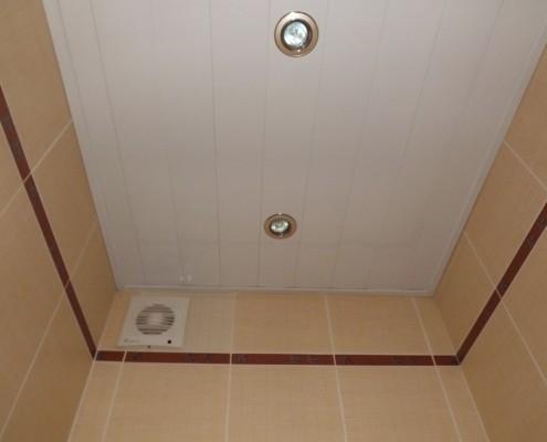 Потолок в туалете