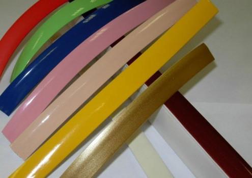 Пластиковый цветной плинтус для потолка