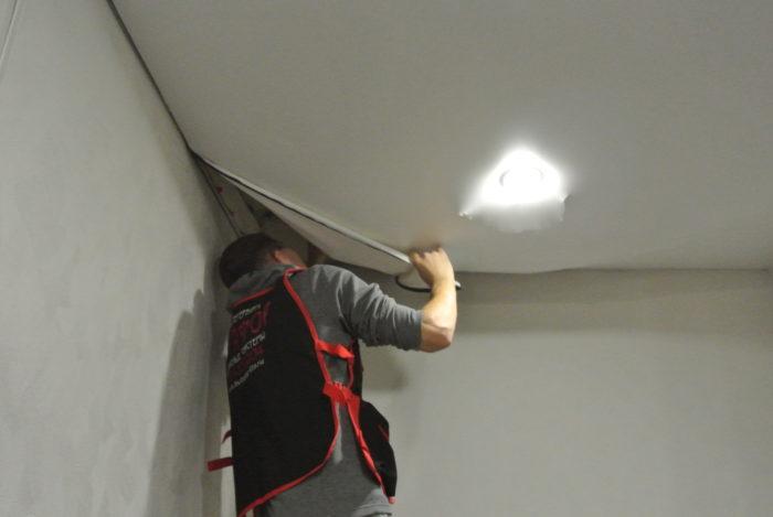 Вытягиваем потолок своими руками