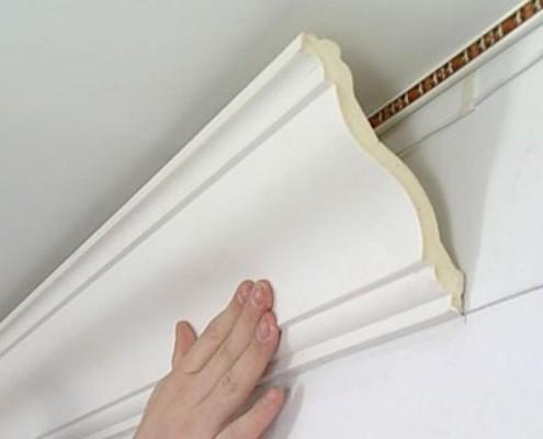 Полиуретановый плинтус для потолка
