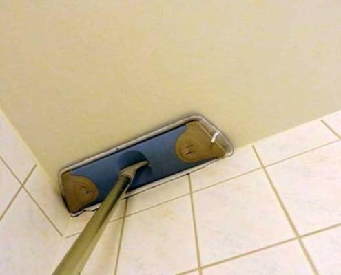 как мыть натяжной потолок глянцевый в домашних условиях