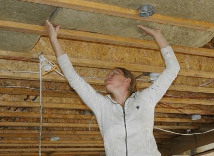 Утепление потолка деревянного дома минеральной ватой