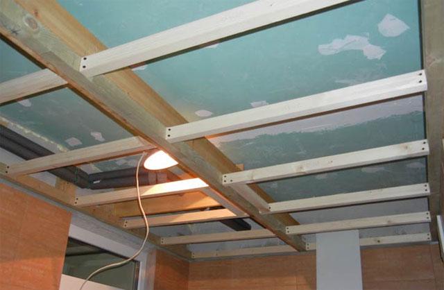 деревянный каркаса для потолка