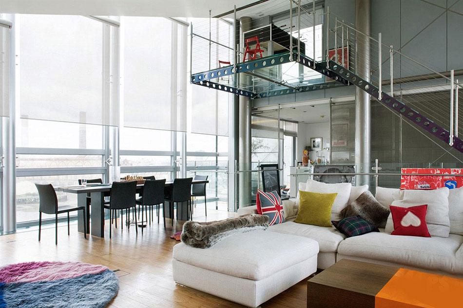 Помимо этого в нынешних домах даже можно обнаружить квартиры с собственной внутренней лестницей